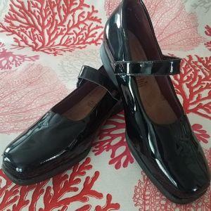 Kumfs Mary Jane Patent Leather Shoes